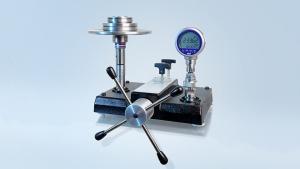 Taratura di pressione a due pistoni e doppio campo di misura