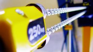 Test degli innesti a frizione tramite il set di prova per paranchi a catena